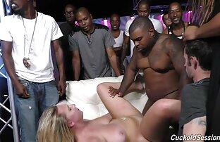 गोरा पत्नी श्रीमान्को अगाडि क्लबमा कालोहरूले गाउँछन्।