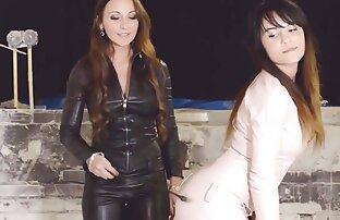 २ तातो केटीहरू लेदर फेमम लेस्बियन थ्रीसम पोशाकमा छन्