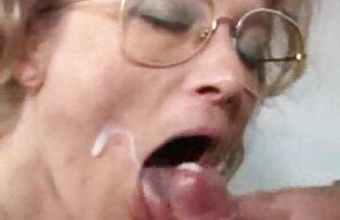 जर्मन ग्रान्नी मुट्ठी fucked र चेहरे हुन्छ