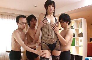 तीन व्यक्तिहरूले Saki Aoyama को लागी कुनै सेक्सी चलचित्र बाट एक जापानी केटी उडाउने काम पाउछन्